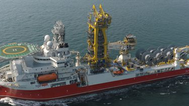 Pipelay: offshore equipment, pipe tensioner and systems